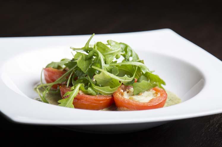 Pikant gevulde tomaten met eieren