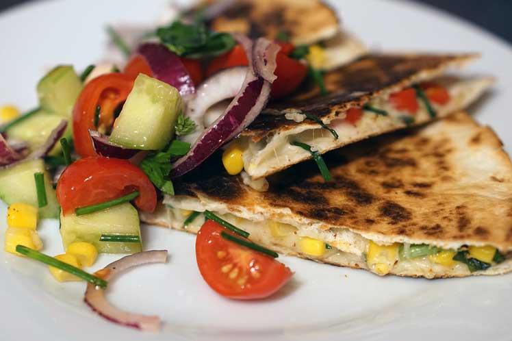 Quesadillas met gerookte kip en paprika